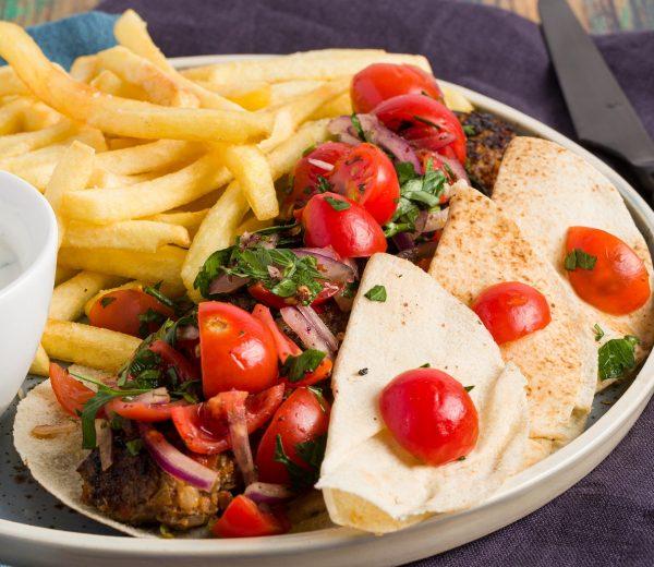 sarabistro-adana-kebab-cartofi-prajiti-pulpa-oaie-ceapa-ardei-gras