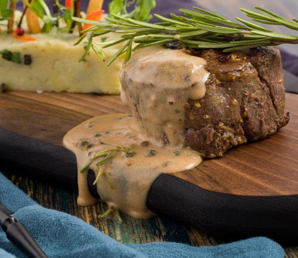 sarabistro-muschi-vita-uruguay-piper-verde-smantana-sos-brun-piure-pasta-trufe
